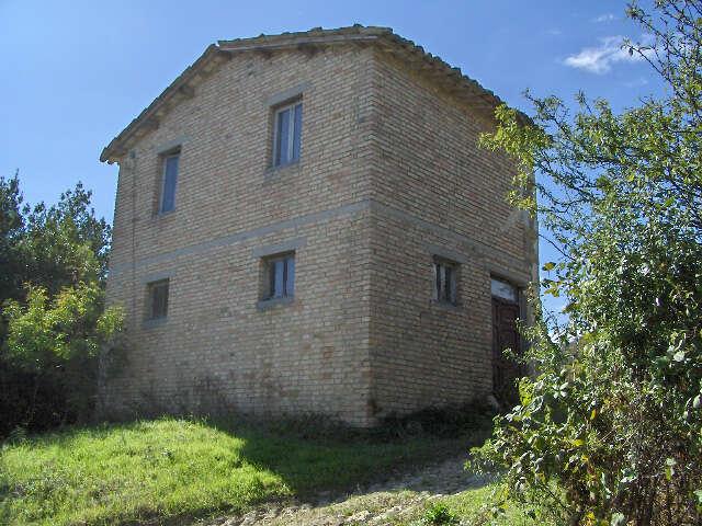 Rustico casale corte in vendita a venarotta panoramica for Piccola casa colonica