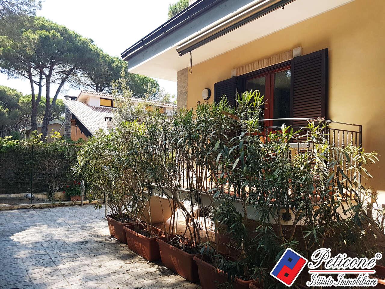 Villa villino in vendita a fondi querce via ripa for Case su due livelli in vendita vicino a me