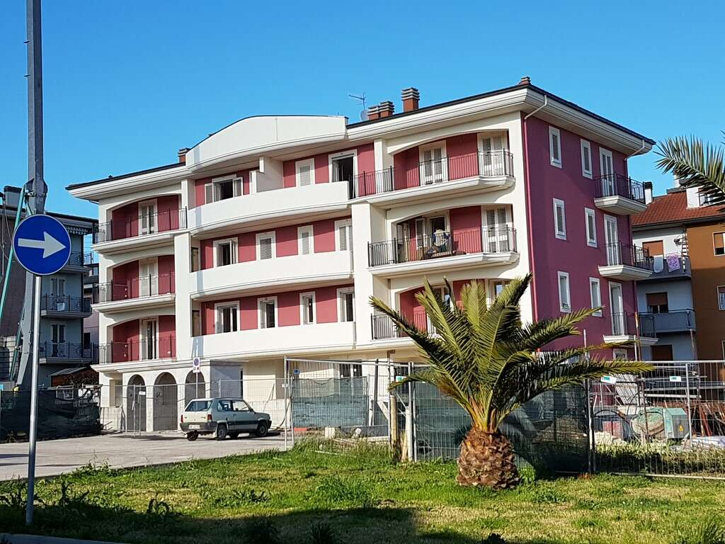 Appartamento trilocale in vendita a monteprandone for Case in vendita con appartamento seminterrato