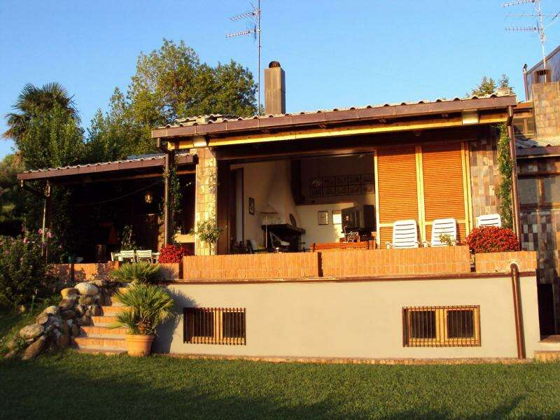 Villa villino in vendita a tortoreto tortoreto alta sul for Casette di legno di 4 camere da letto in vendita