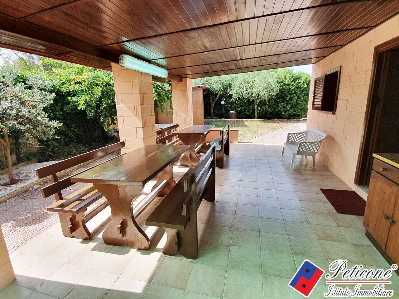 Villa villino in affitto a fondi marina di fondi via guado for Case affitto