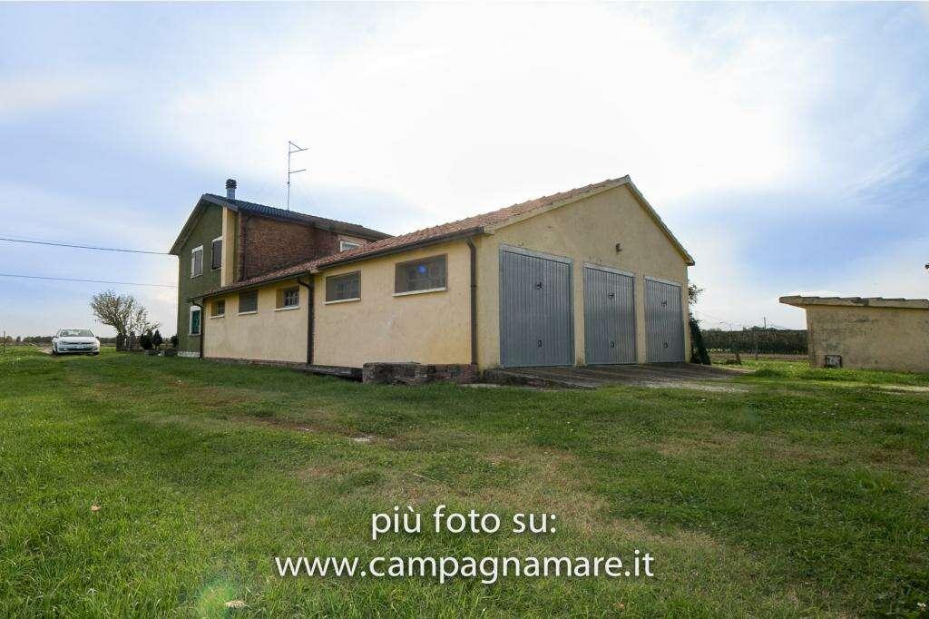 Casa indipendente in vendita a copparo via zappaterra for Piani di campagna bassa con garage indipendente