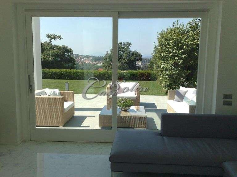 Villa singola in vendita a cant corso unit d 39 italia for Piani di casa di 5000 metri quadrati con seminterrato