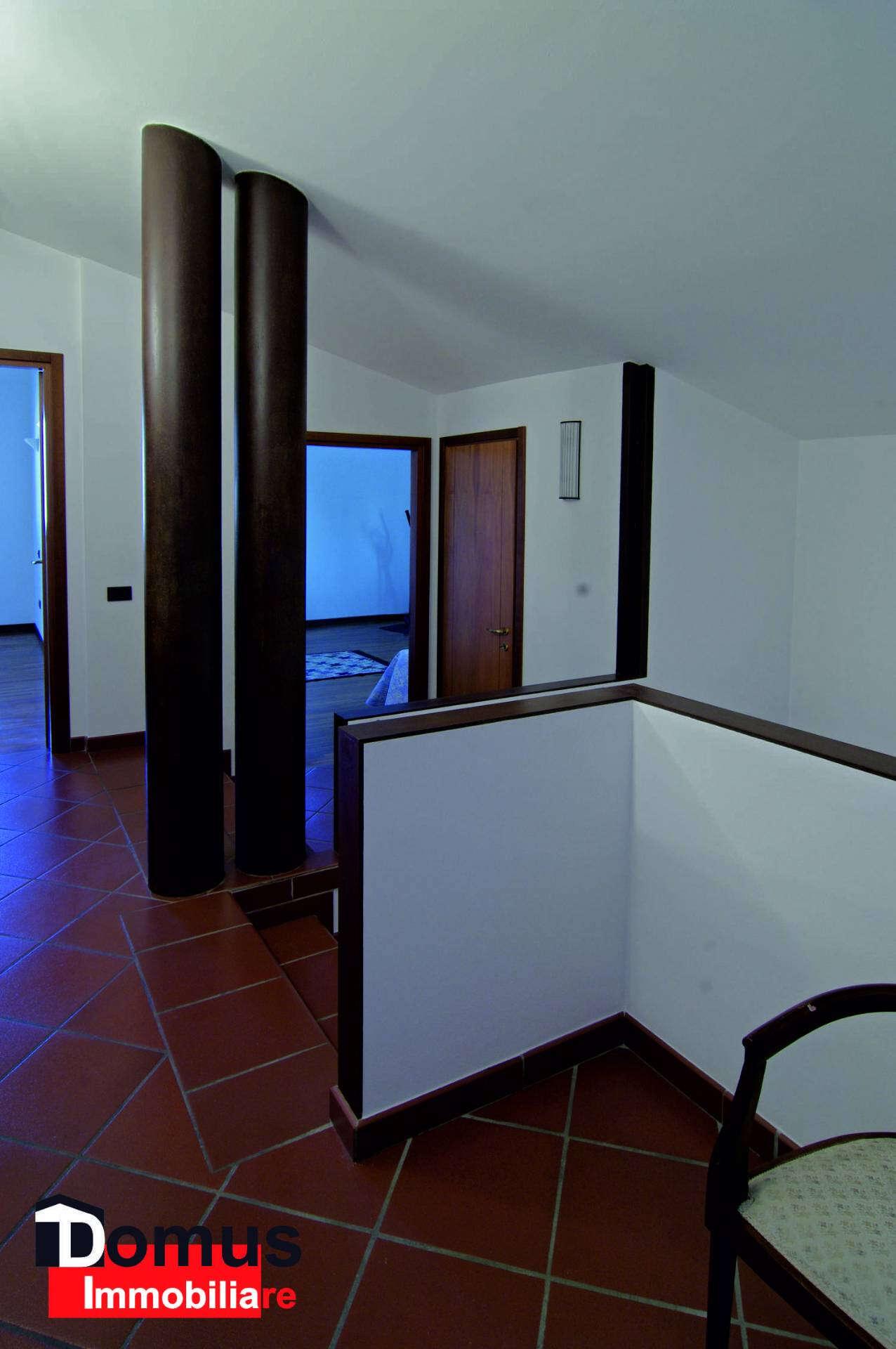 Villa villino in vendita a ferrara corlo divisibile in for Piani di cabina di 800 piedi quadrati
