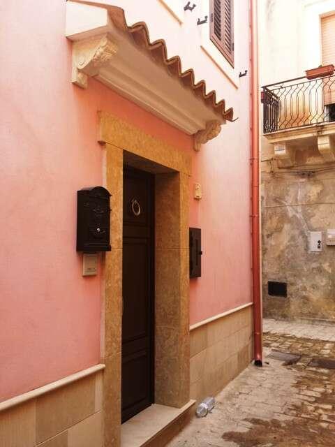 Casa indipendente in vendita a scicli via vodige for Quattro piani di casa quadrati