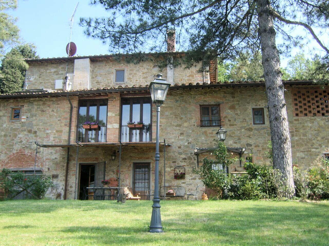 Rustico casale corte in vendita a borgo san lorenzo via for Piani casa ranch in collina