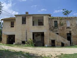 Case ed appartamenti in vendita isola aulla for Case in vendita nelle isole greche