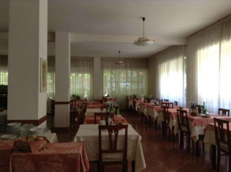 Hotel albergo in vendita a Chianciano Terme . in posizione ...