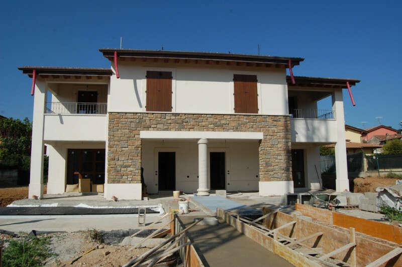 Vendita Villa bifamiliare in via Giuseppe Garibaldi